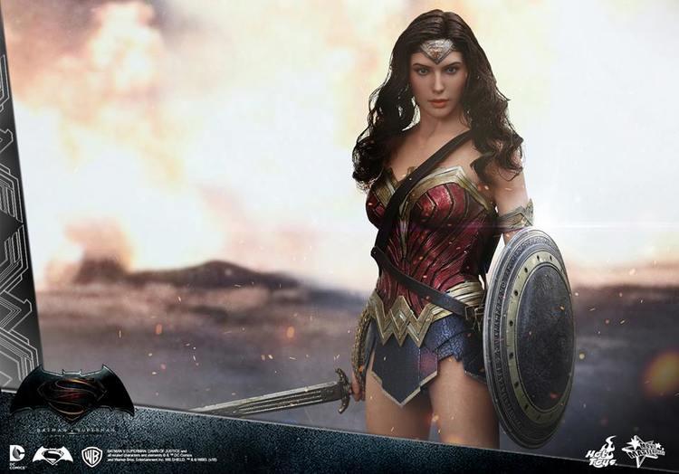 hot-toys-batman-v-superman-wonder-woman-action-figure-revealed1